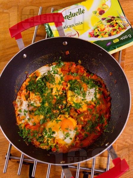 Пържени яйца по мексикански - снимка на рецептата